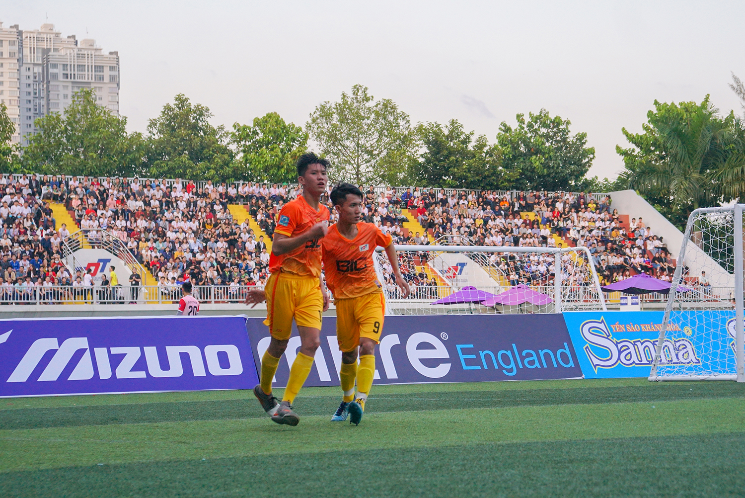 With the great cheers from the audiences, TDTU team won 3: 2 victory over Dong Nai University