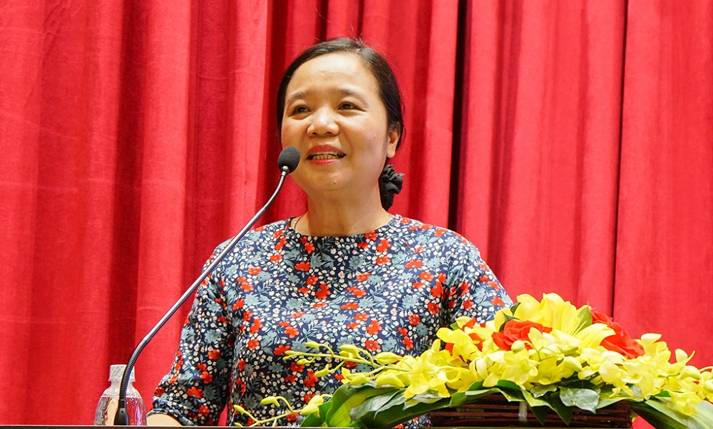 Ms. Vũ Dương Thúy Ngà (PhD), Director of Library Department, Ministry of Culture, Sports and Tourism is delivering her speech.